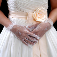Wrist White Lace Wedding Gloves with Ruffle