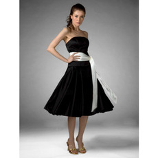2016 Vintage A-Line Strapless Short Black Bridesmaid Dress with Sash