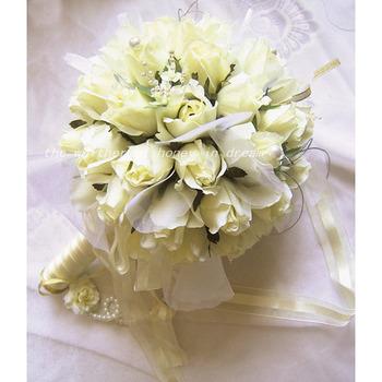 Elegant Dreamlike Villatic Rosebuds Bride Hoder - Maize Yellow