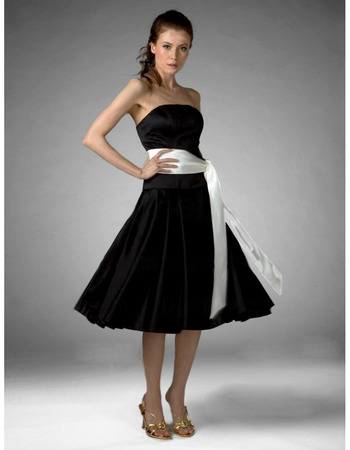 2018 Vintage A-Line Strapless Short Black Bridesmaid Dress with Sash