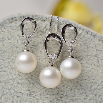 White 8-9mm Round Freshwater Natural Pearl Earring and Pendant Set