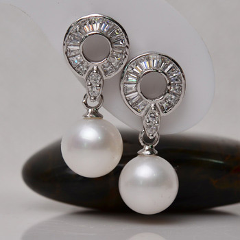 Fashionable White Round 8-9mm Freshwater Natural Pearl Earring Set