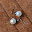 Stunning White 8-9mm Round Freshwater Natural Pearl Earring Set