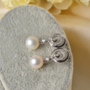 Fashionable White Round 8.5-9mm Freshwater Natural Pearl Earring Set